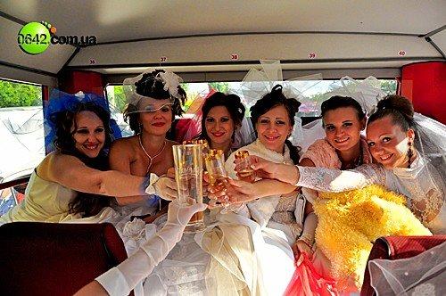 В День города состоялся первый в Луганске «Парад невест» (фото), фото-12