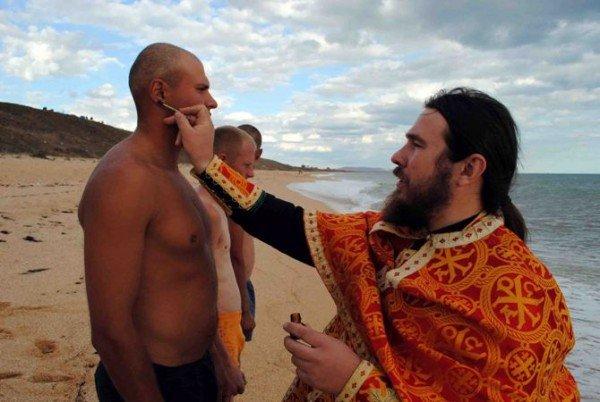 Украинских военнослужащих крестили в Черном море (фото), фото-2