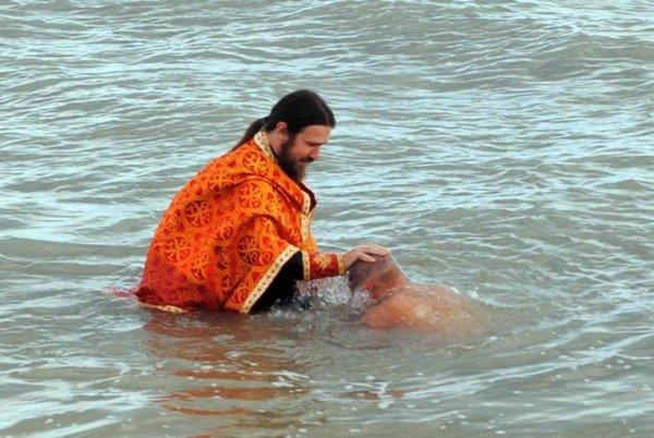Украинских военнослужащих крестили в Черном море (фото), фото-3