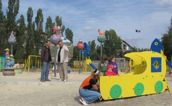 Горловские художники осчастливили енакиевских малышей, фото-2