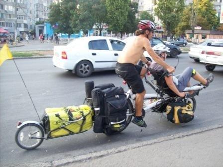 Английские путешественники приехали в Одессу на чудо-машине (фотофакт), фото-1