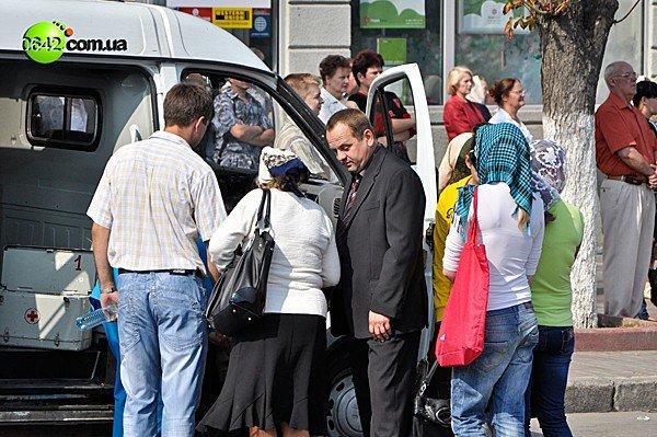 В Луганске ослабевших верующих отпаивали чаем с сахаром (ФОТО), фото-3