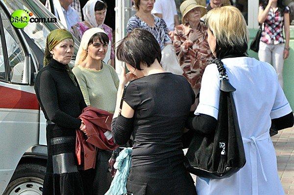 В Луганске ослабевших верующих отпаивали чаем с сахаром (ФОТО), фото-2