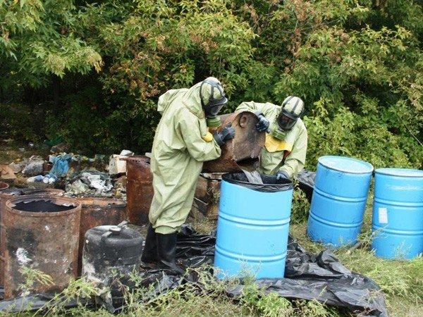 Запорожские спасатели обезвредили опасные ядохимикаты  (ФОТО), фото-1