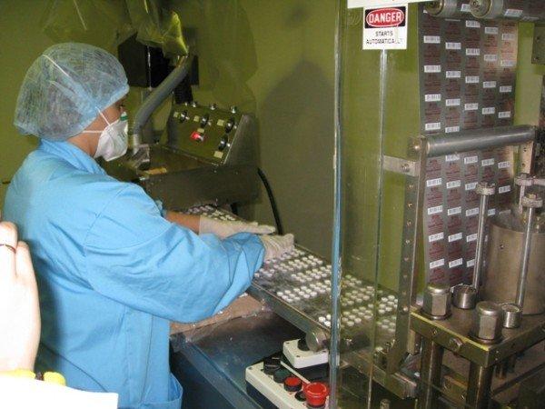 Горловским журналистам рассказали, как производят  таблетки и показали подопытных кроликов и мышей, фото-2
