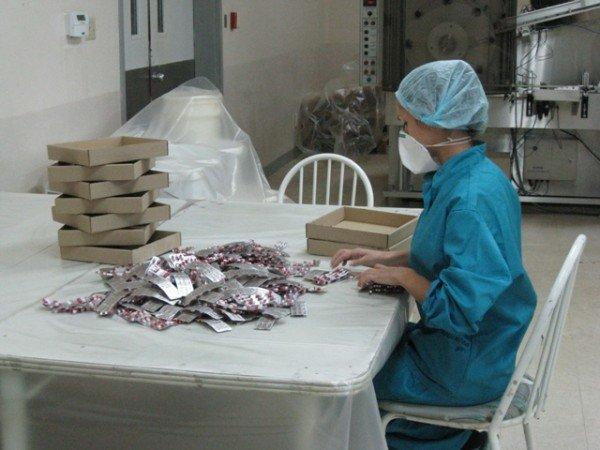 Горловским журналистам рассказали, как производят  таблетки и показали подопытных кроликов и мышей, фото-3