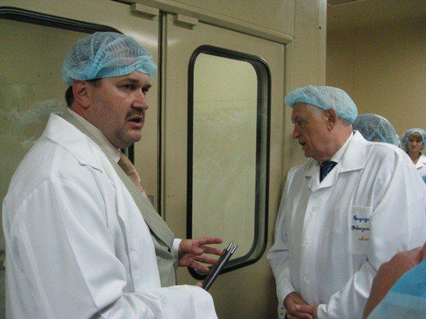 Горловским журналистам рассказали, как производят  таблетки и показали подопытных кроликов и мышей, фото-6
