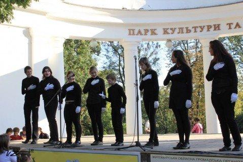 На вихідних в Житомир на родинне свято прилітав лелека з дарунками (ФОТО), фото-6