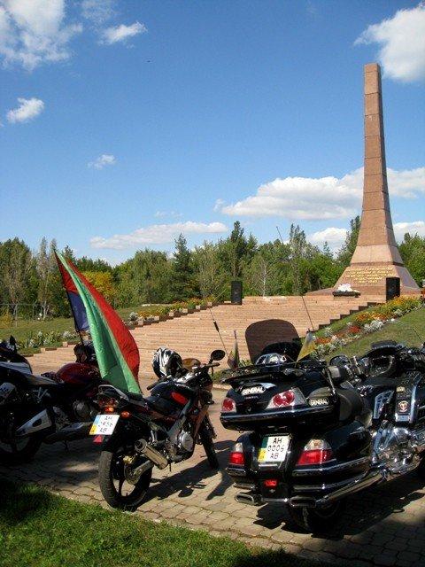 В Горловке почтили память байкерши «Никиты», сбитой сыном чиновника на «Бентли», и других мотоциклистов  (фото+видео)), фото-5