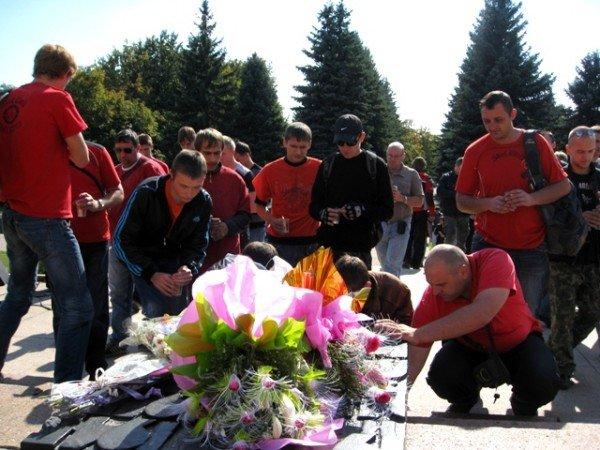 В Горловке почтили память байкерши «Никиты», сбитой сыном чиновника на «Бентли», и других мотоциклистов  (фото+видео)), фото-7