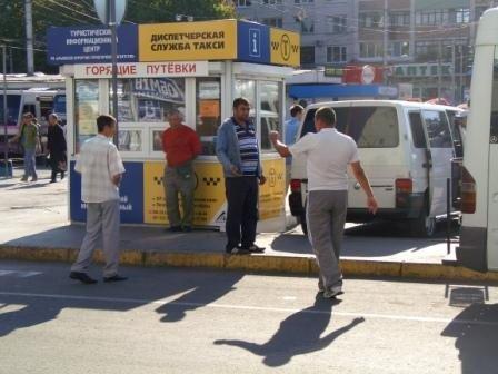 Нелегальные перевозчики по-прежнему охотятся на туристов в Симферополе (фото), фото-3