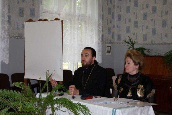 На общешкольное родительское собрание в  горловскую ОШ №13 был приглашен священник, фото-2