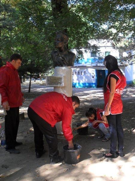 Коммунисты Симферополя приведут в порядок пионеров-героев (фото), фото-1