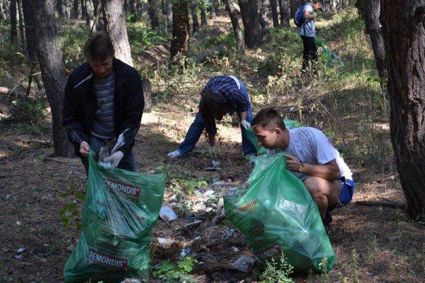 Активисты молодежного городского совета боролись с мусором на Великом Лугу  (ФОТО), фото-4