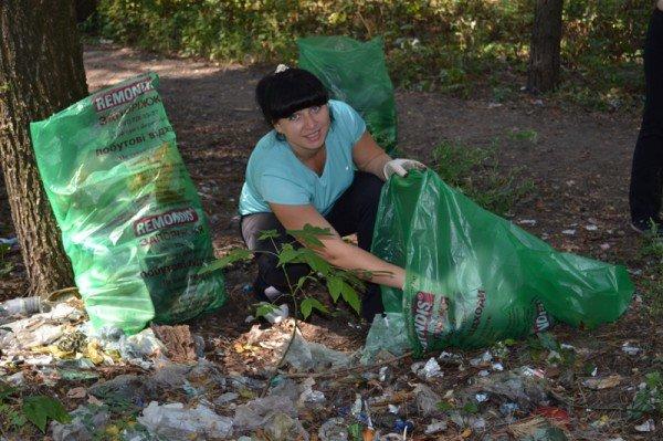 Активисты молодежного городского совета боролись с мусором на Великом Лугу  (ФОТО), фото-1