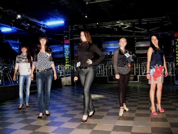 В Горловке выбрали 10 красавиц-будущих медсестер. Одна из них скоро станет «Мисс ГМК-2011», фото-1