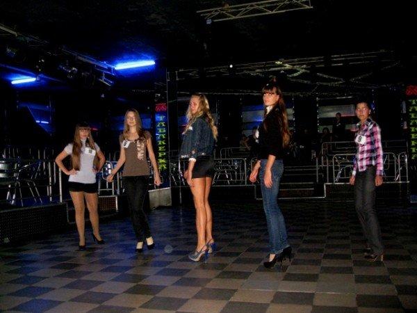 В Горловке выбрали 10 красавиц-будущих медсестер. Одна из них скоро станет «Мисс ГМК-2011», фото-2