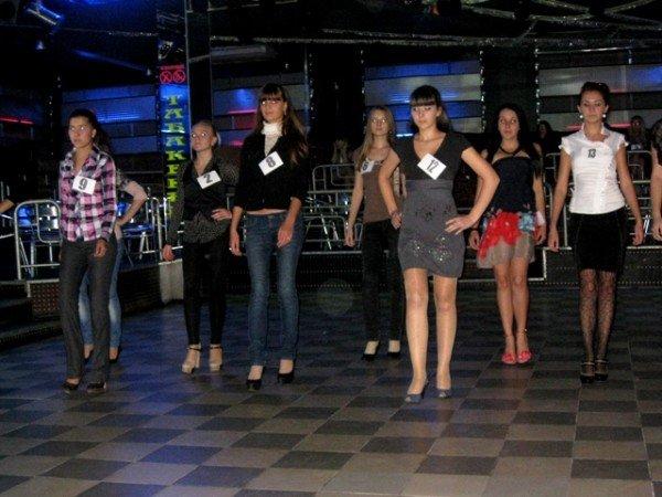В Горловке выбрали 10 красавиц-будущих медсестер. Одна из них скоро станет «Мисс ГМК-2011», фото-3