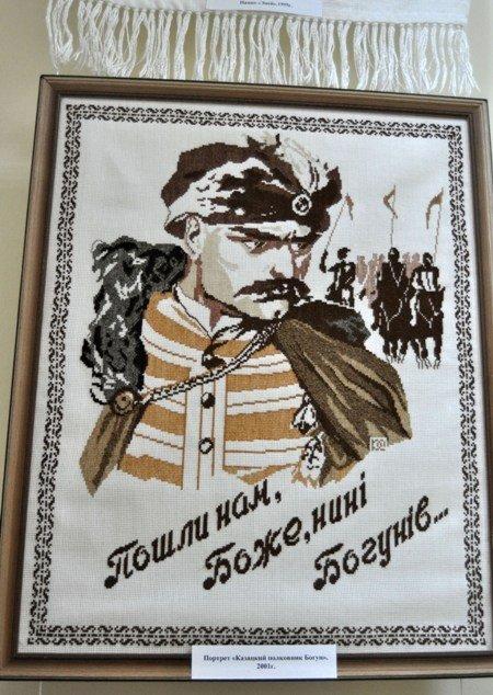 Симферопольцам открыли «Штрихи истории Украины в вышитом портрете» (фото), фото-1