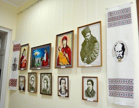 Симферопольцам открыли «Штрихи истории Украины в вышитом портрете» (фото), фото-2