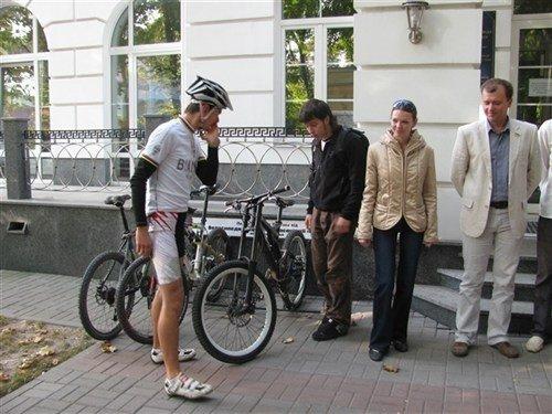 Полтавській міськраді подарували велостоянку (ФОТО), фото-1
