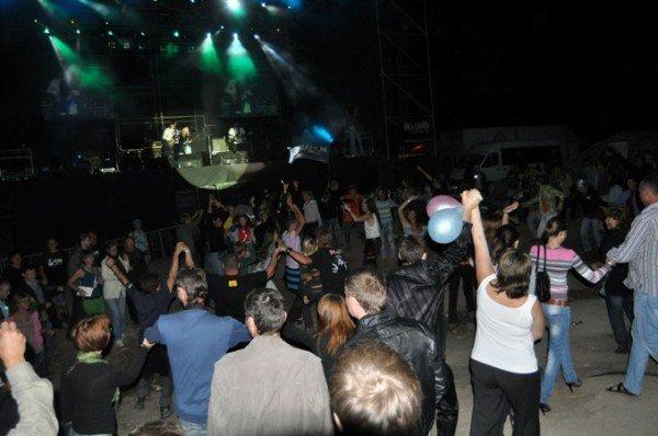 «КИНО» сначала»: гостей развлекал КВНщик, а Бутусов так и не вышел «на бис» (фото), фото-5