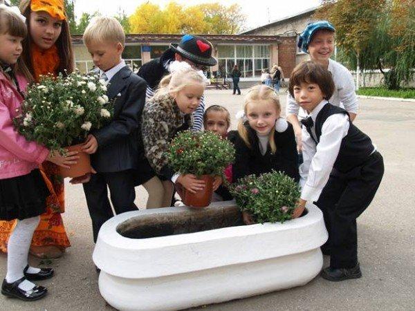 В Горловке первоклассники «Лидера» присягали в учении и высаживали клумбы цветов, фото-5