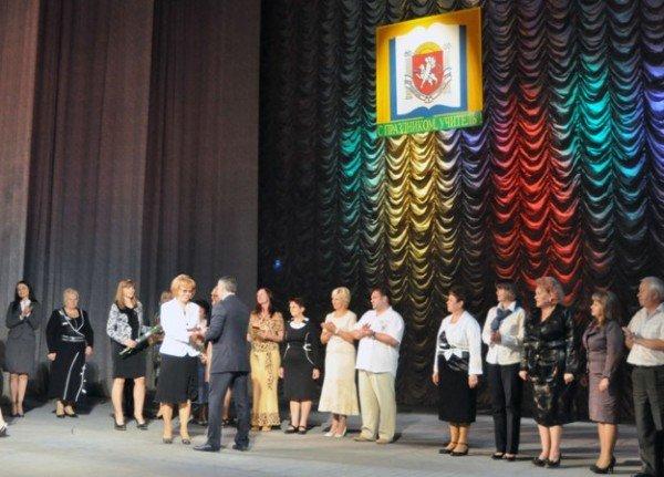 25 крымских учителей получили по 10 тыс. грн. к профессиональному празднику (фото), фото-2