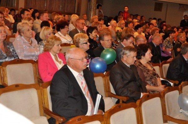 25 крымских учителей получили по 10 тыс. грн. к профессиональному празднику (фото), фото-4