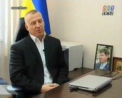 Чиновники луганского горисполкома украшают свои кабинеты портретами мэра (ФОТО), фото-1