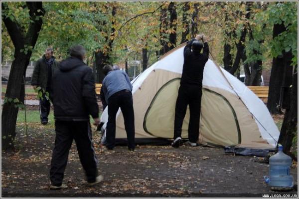Губернатор Пристюк уговорил чернобыльцев свернуть палаточный городок (ФОТО), фото-3