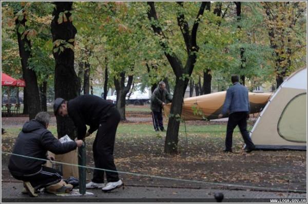 Губернатор Пристюк уговорил чернобыльцев свернуть палаточный городок (ФОТО), фото-2