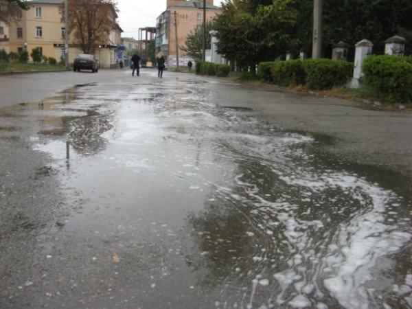В Бердичеве прошел непонятный, «пенный» дождь (ФОТО), фото-4