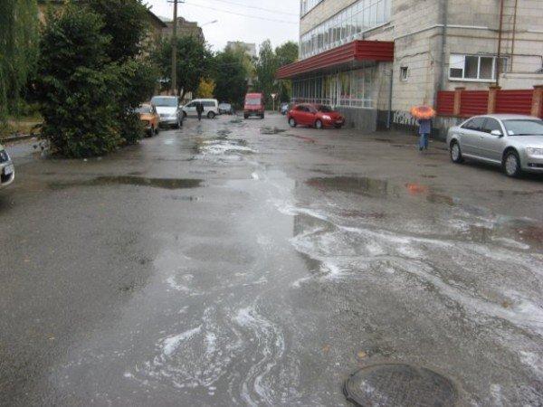 В Бердичеве прошел непонятный, «пенный» дождь (ФОТО), фото-6