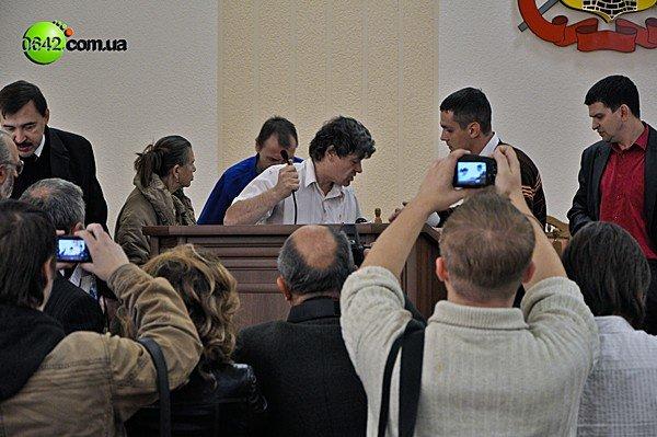 В Луганске на сессии горсовета пролилась кровь (ВИДЕО, ФОТО), фото-1