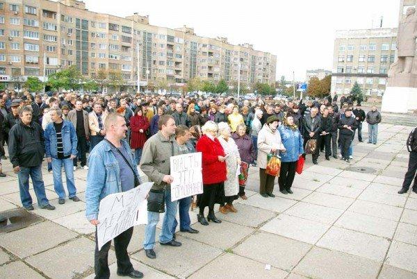 Около тысячи горловчан вышли на улицу, дабы спросить с мэра о выполнении его обещаний, фото-2