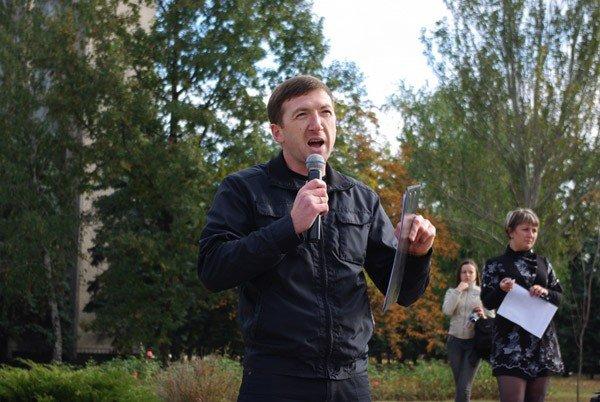 Около тысячи горловчан вышли на улицу, дабы спросить с мэра о выполнении его обещаний, фото-3