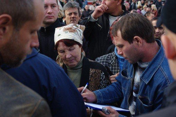 Около тысячи горловчан вышли на улицу, дабы спросить с мэра о выполнении его обещаний, фото-5