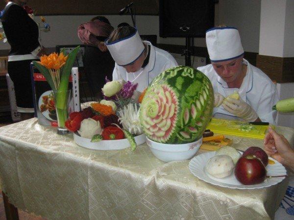 В Тернополі провели свято картоплі: з піснями, фокусами, конкурсами і смаколиками, фото-1