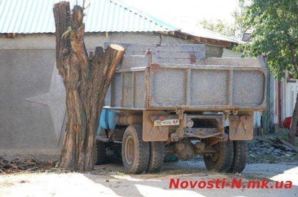 В Николаеве самосвал ЗИЛ въехал в жилой дом (ФОТО), фото-11