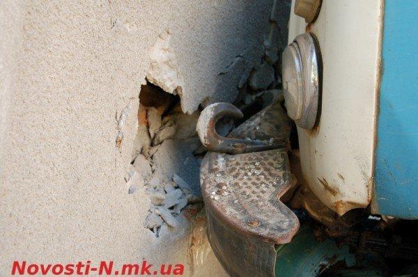 В Николаеве самосвал ЗИЛ въехал в жилой дом (ФОТО), фото-3