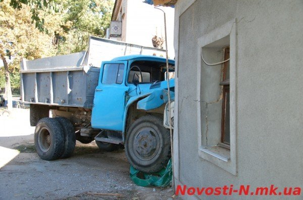 В Николаеве самосвал ЗИЛ въехал в жилой дом (ФОТО), фото-6