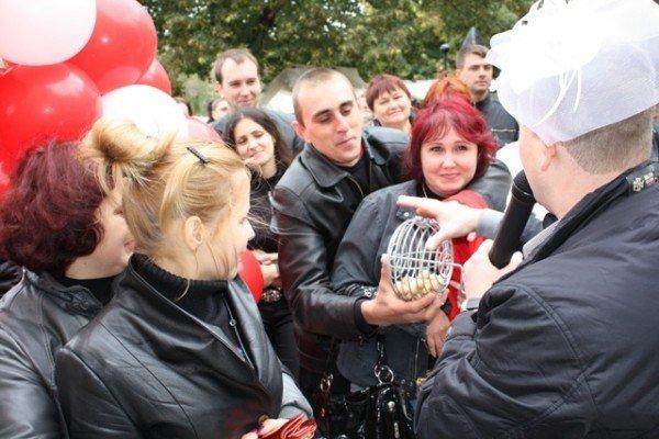 В Артёмовске «АРТзолото» устроило праздник для молодожёнов, фото-3