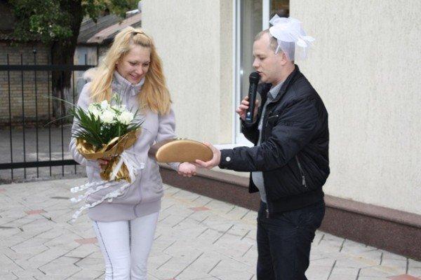 В Артёмовске «АРТзолото» устроило праздник для молодожёнов, фото-5