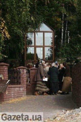 Тернопільські сектанти продовжують молитись серед руїн (фото), фото-9