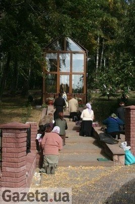 Тернопільські сектанти продовжують молитись серед руїн (фото), фото-6