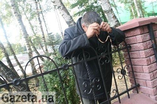 Тернопільські сектанти продовжують молитись серед руїн (фото), фото-3
