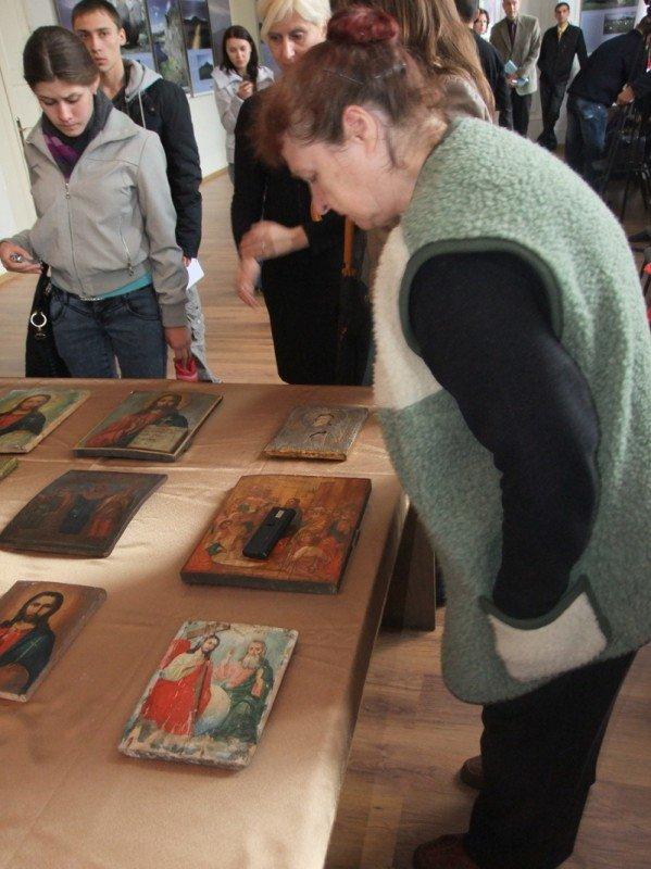 В Донецкий художественный музей сотрудники СБУ передали 10 конфискованных на таможне икон (фото), фото-2