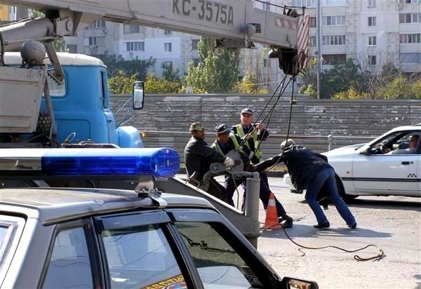В Крыму автокран разорвал крышу маршрутки (фото), фото-3