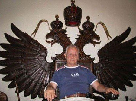 Українець вирізьбив дубовий трон для Президента Росії, фото-1